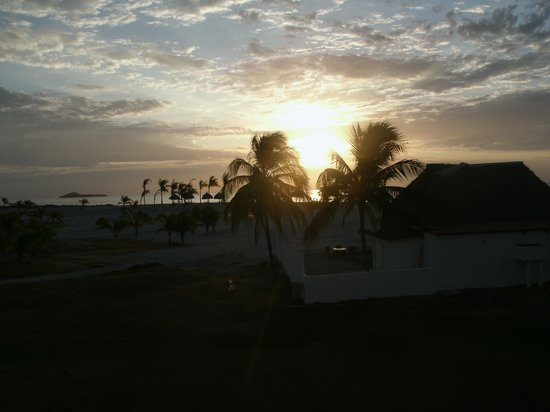 Hotel Playa Blanca Beach Resort:                   Sunrise