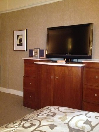 Loews Boston Hotel: tv and stereo