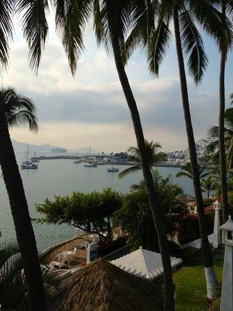 Dolphin Cove Inn :                                     marina de Las Hadas vu de la salle à manger