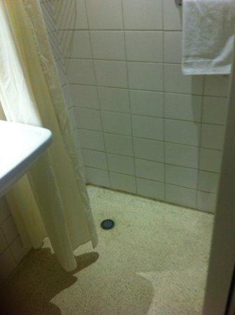 Hotel Citadel:                   shower :(