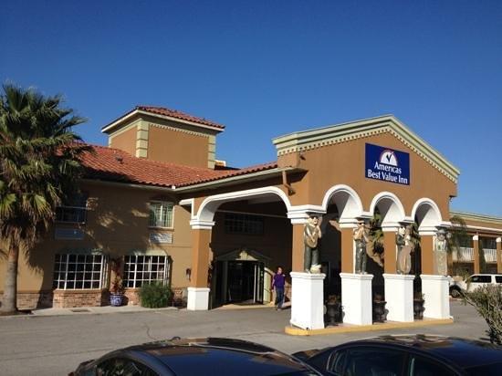 Motel 6 Lafayette - University Ave:                   lobby