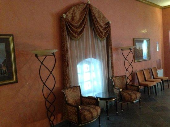Petroff Palace Hotel :                   Холл