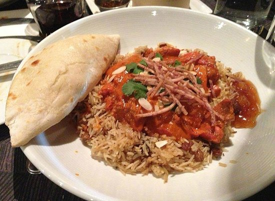 Oliver & Bonacini Cafe Grill: Butter Chicken with a mini naan
