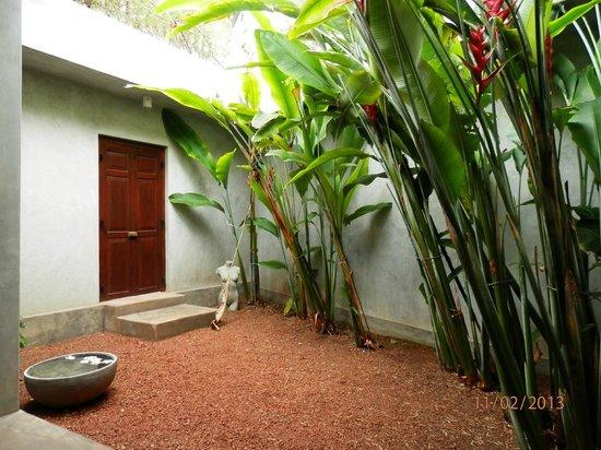 Taru Villas - Lake Lodge:                   private door
