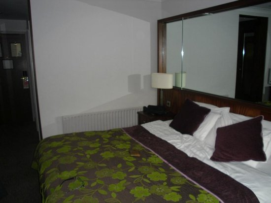 Camden Court Hotel:                   OUR ROOM 440