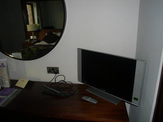 Camden Court Hotel:                   THE TV