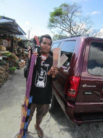 Taal Volcano :                                     продавец мачете и гамаков
