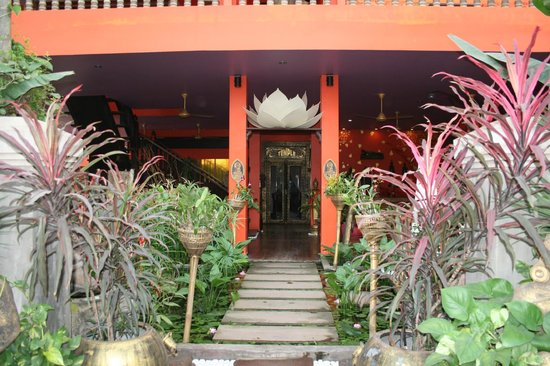 Golden Temple Hotel: Hotel Entrance