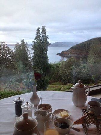 Stonefield Castle Hotel:                   breakfast looking over Loch Fyne