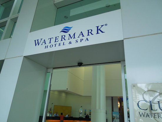 Watermark Hotel & Spa Gold Coast:                   表玄関