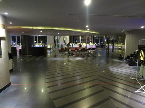 Best Western Premier Amaranth Suvarnabhumi Airport: Posh Lobby