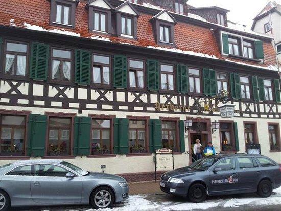Ochsen Post:                   Vor dem Hotel
