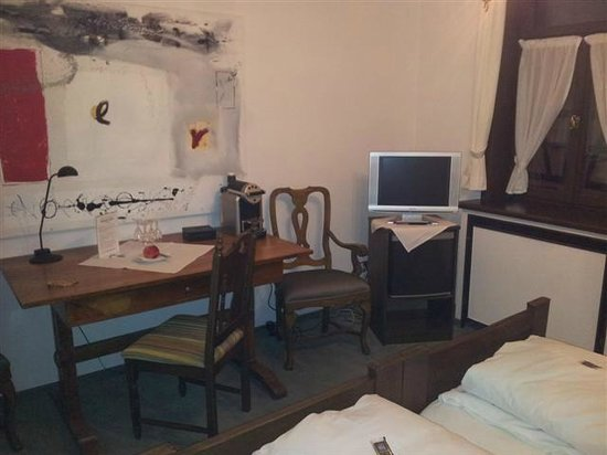 Ochsen Post:                   Zimmer, Beistell Bürotisch