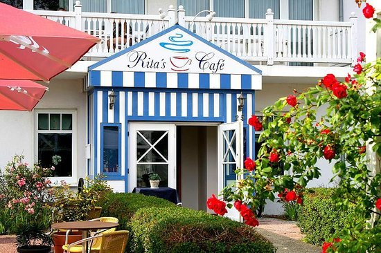Strandhotel Baabe: Rita's Cafe mit hauseigener Konditorei