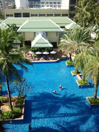 Holiday Inn Resort Phuket:                                     Le fitness center et la piscine