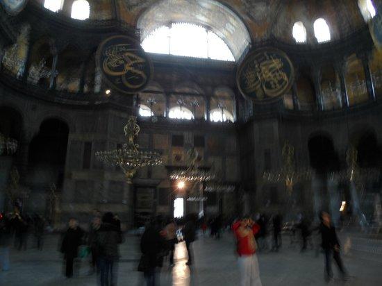 متحف/كنيسة آيا صوفيا (آيا صوفيا):                   Inside Blue mosque                 