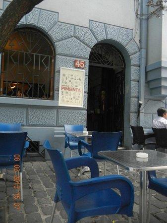 Pimienta RestoBar:                   mesas externas