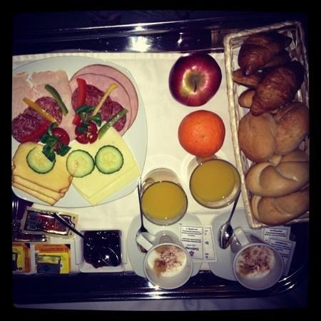 Hotel Palazzo Zichy:                   breakfast in bed