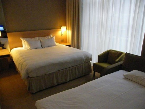 Hilton London Euston: King deluxe room...