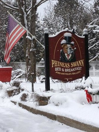 Phineas Swann Bed and Breakfast Inn:                   Welcome