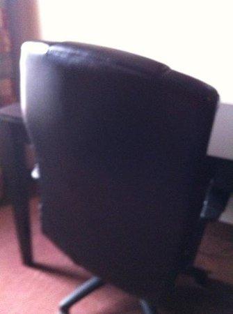 Motel 6 Pine Bluff:                   broke chair room 112