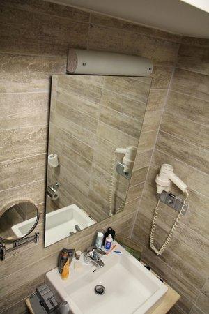 Hotel Polatdemir:                                     Lavabo et seche cheveux