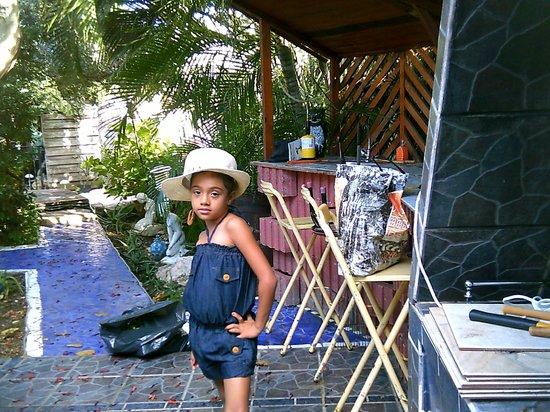 Villa Sunflower:                   JARDIN AREA DE BARBACOA