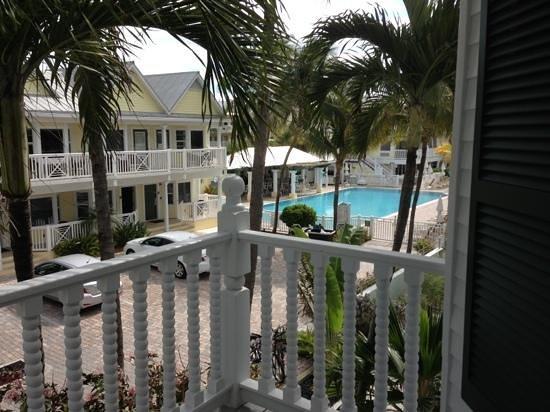 La Mer Beachfront  Inn:                   vanuit ons balkon