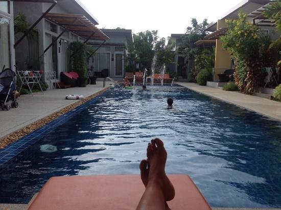 Phu NaNa Boutique Hotel:                   the pool, and the rooms are around!