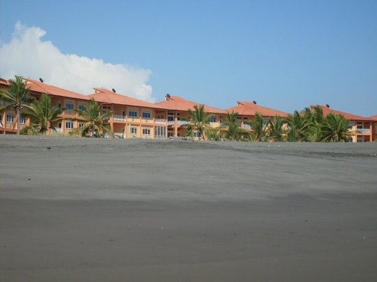Hotel Las Olas Beach Resort:                   View of Hotel from the Beach