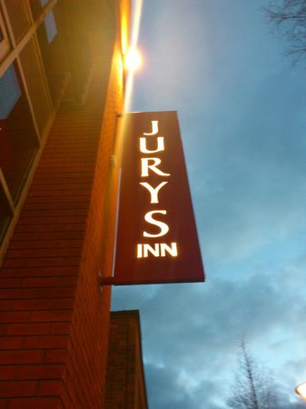 Jurys Inn Sheffield:                   Outside the hotel at night