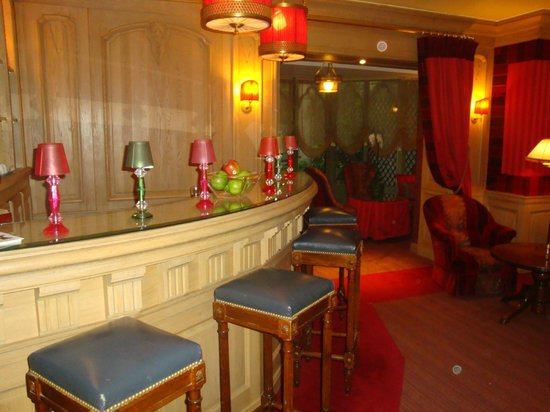 Chambiges Elysees Hotel:                   Bar do hotel