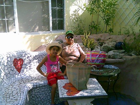 Villa Sunflower:                   MI MAMA Y MI HIJA
