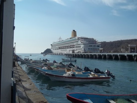 Hotel Villablanca Huatulco:                   Santa Cruz where the cruise ships come in