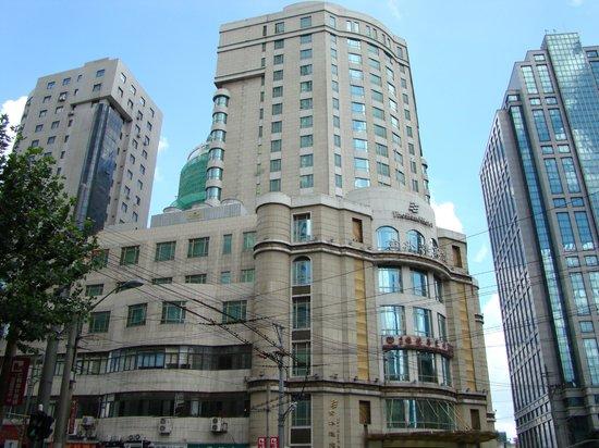 โรงแรมเดอะบันด์: Street view (photo 1)