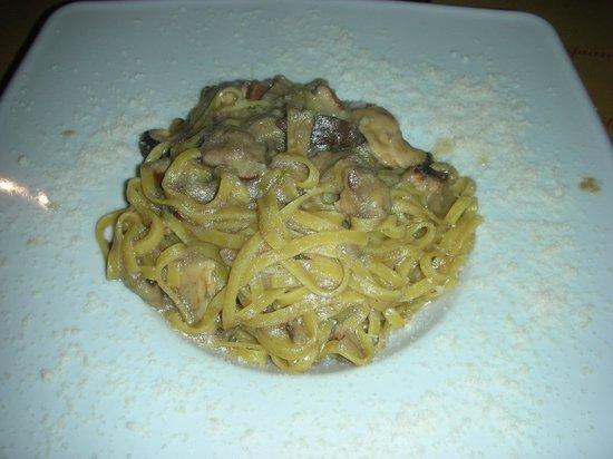 Pasticceria Ferretti: Tagliolini ai funghi porcini