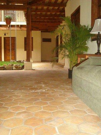 Hotel Tres Piedras: Área intena del hotel