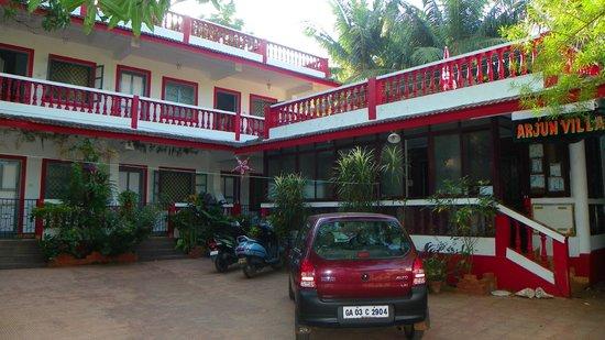 Arjun Villa:                   Отель со двора