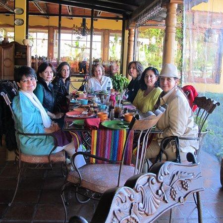 Las amigas desayunando en el Hotel Atitlan febrero del 2013