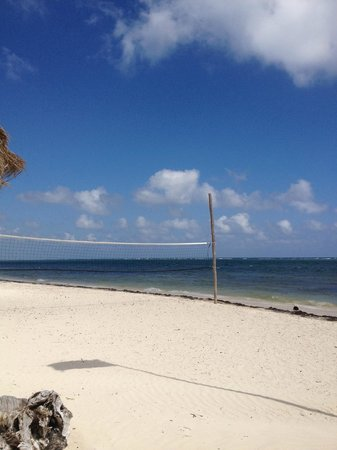 Kabah na:                                     Zona para divertirse jugando volleyball.
