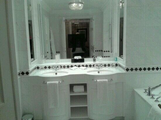 Powerscourt Hotel, Autograph Collection:                   bathroom with tv in mirror