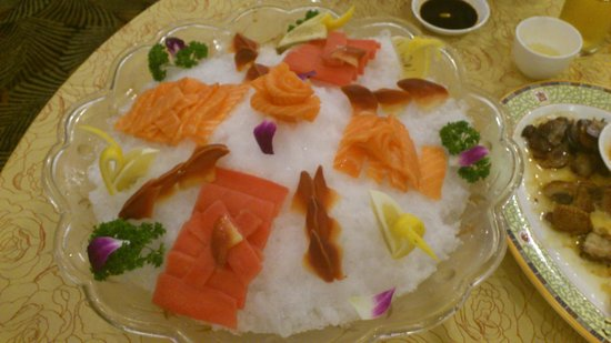 The Bund Hotel: Sushi-plate (photo 7)