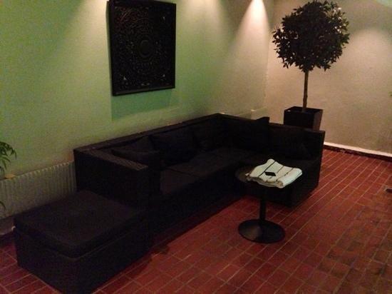 Clarion Hotel Amaranten:                   pool soffan