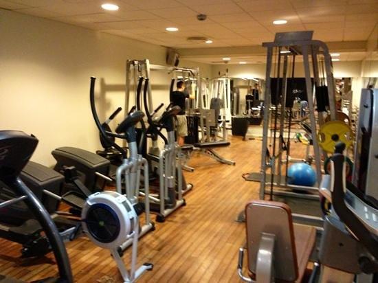 Clarion Hotel Amaranten:                   gymmet med fria vikter också