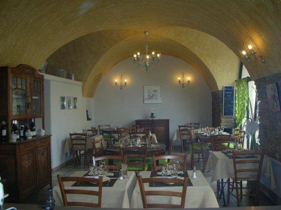 Notre Maison: salle de restaurant