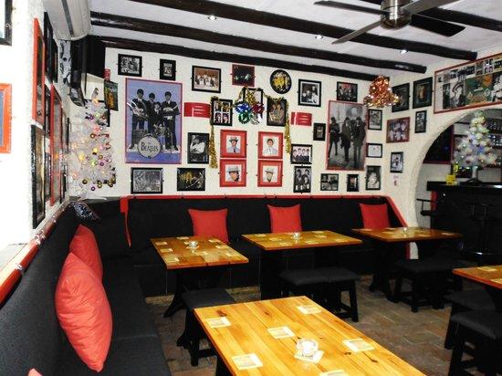 Cavern Pub Albufeira Portugal: Inside the Cavern Pub Albufeira