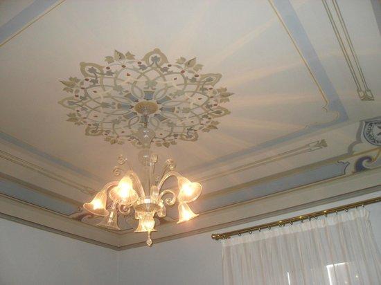 Moda' Antica Dimora: soffitto anticamera