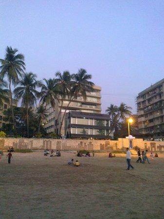 Hotel Sea Princess :                   The hotel from Juhu beach