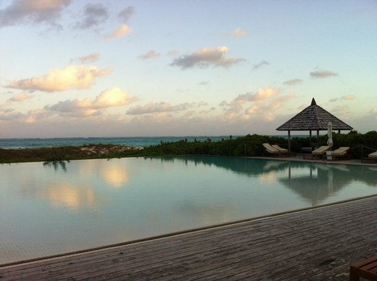 Parrot Cay by COMO:                   Infinity Pool