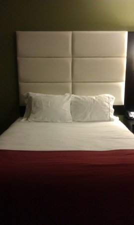 Holiday Inn Express & Suites Huntsville Airport:                   Nice bed